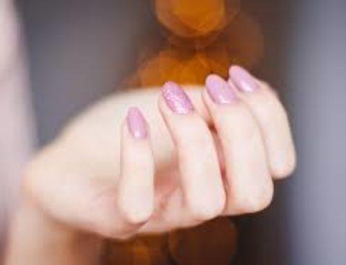 Co Vaším nehtům škodí a co naopak přispívá?