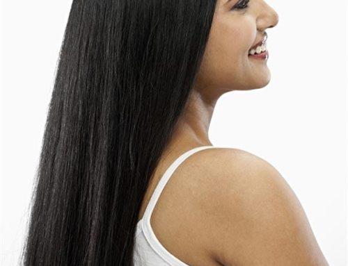 Jak si udržet rovné vlasy po celý den?